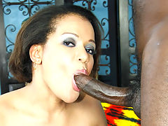 Big beautiful black MILF playing with her slippery snatch